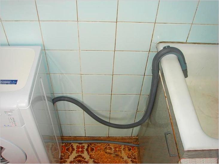 Слив в ванную