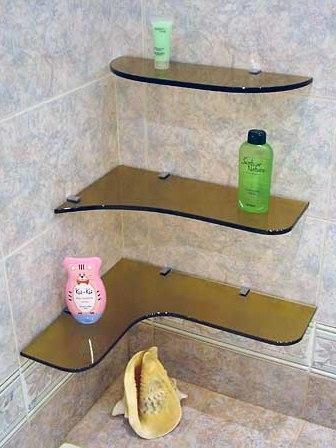 Угловая полка в ванную из темного стекла