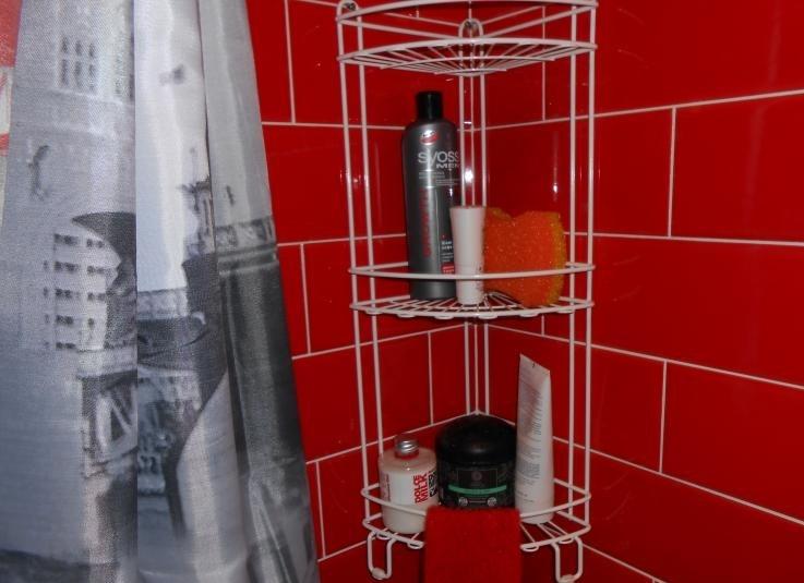 Угловые полочки для ванной металлические