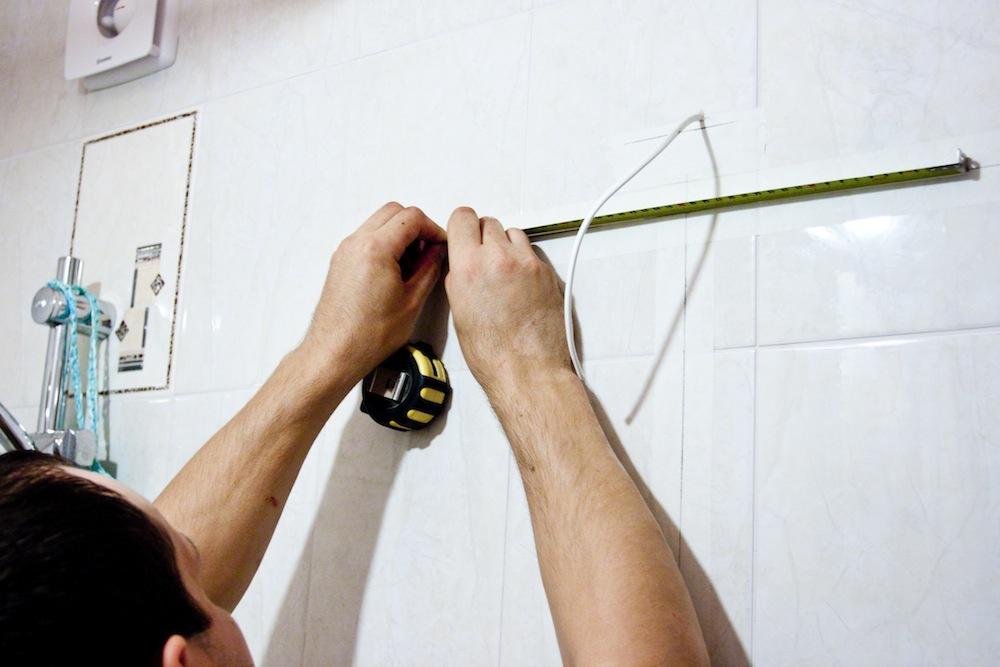 Как вешать на стены