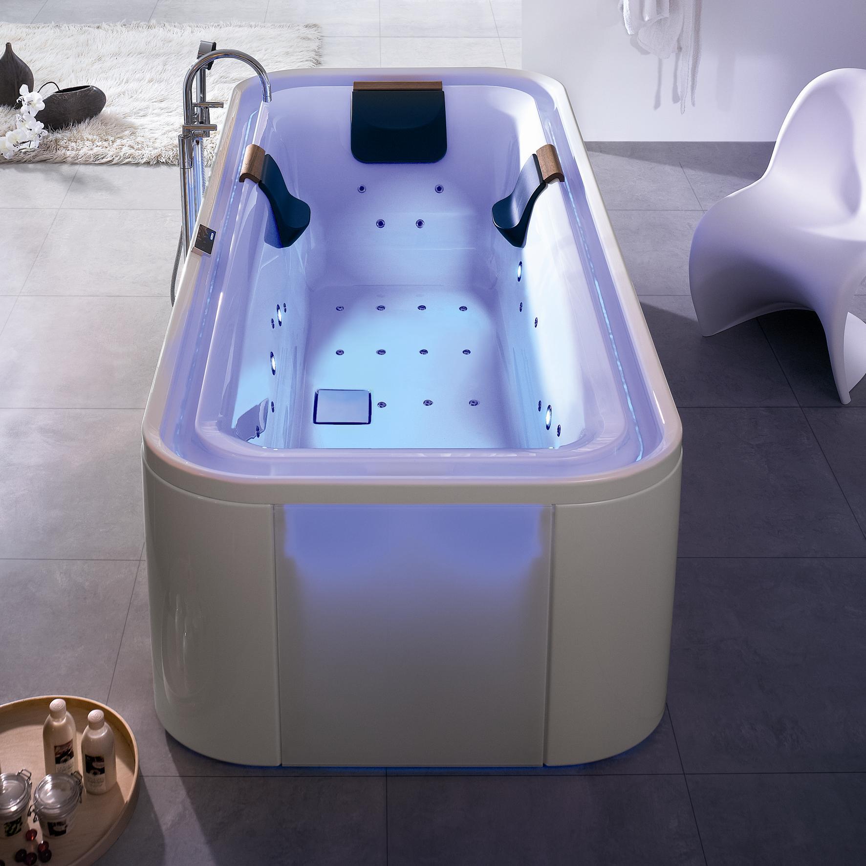 Габаритная ванна джакузи