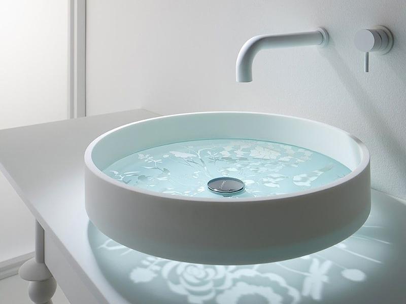 Красивая раковина круглой формы в ванную