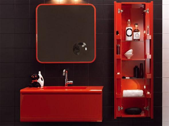 Красный пенал для ванной комнаты