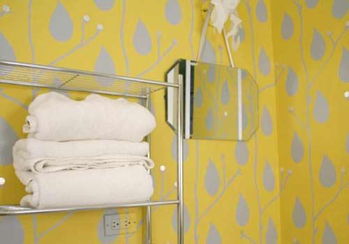 Желтые обои для ванной