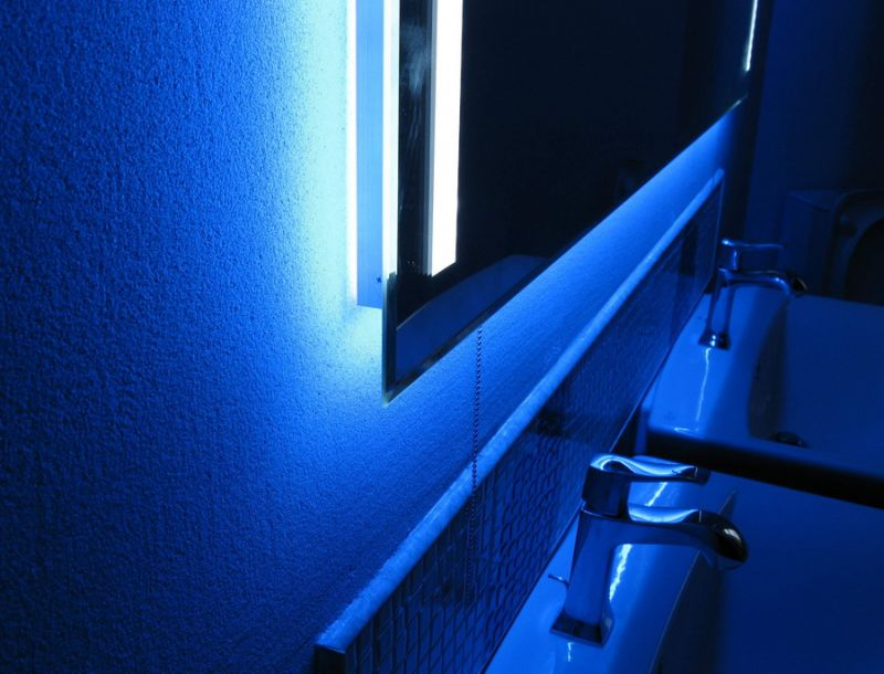 Неоновая подсветка для зеркала