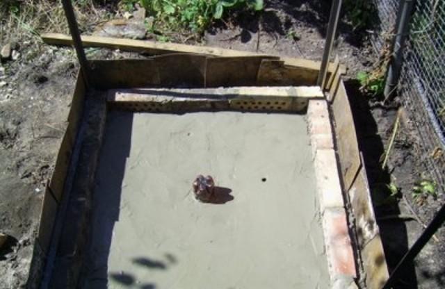 Бетонный (плитный) фундамент для летнего душа