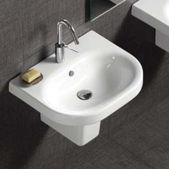 Классическая подвесная раковина в ванной