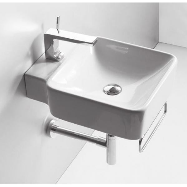 Квадратная раковина в ванной