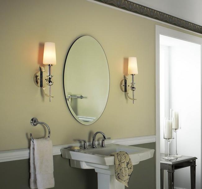 Лаконичное зеркало в ванную