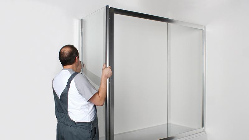 Монтаж стеклянных шторок