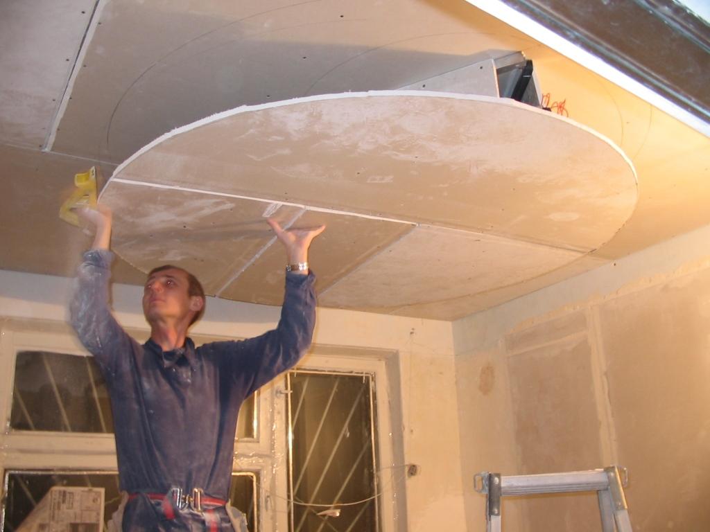 Как обшить многоуровневый потолок
