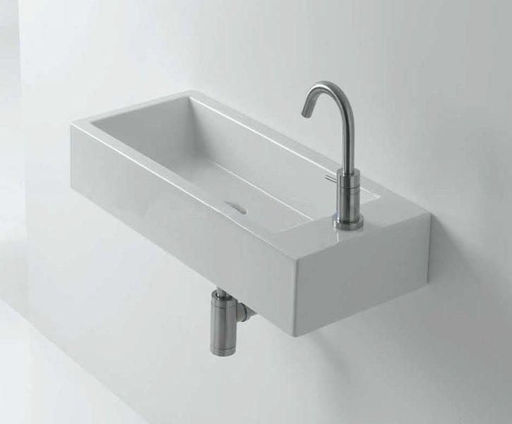 Прямоугольная раковина в ванной