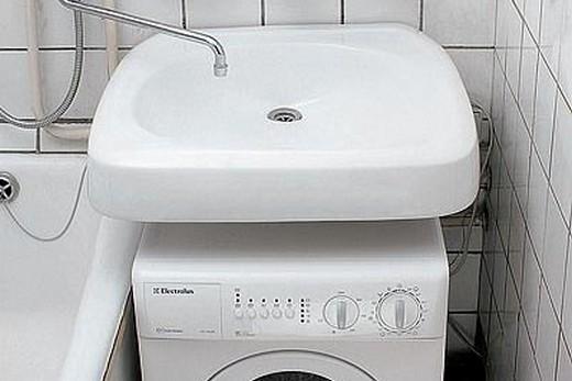Раковина кувшинка в интерьере со стиральной машиной