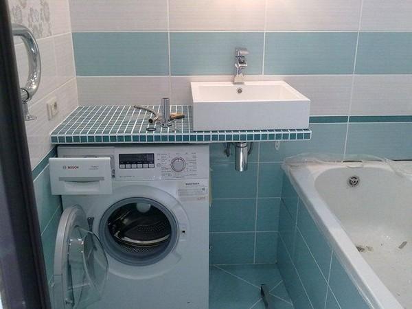 Раковина над стиральной машиной в интерьере ванной