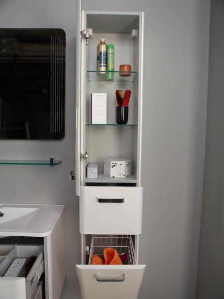 Шкаф-колонна белого цвета