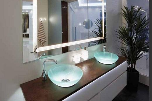 Стеклянные раковины в интерьере ванной комнаты