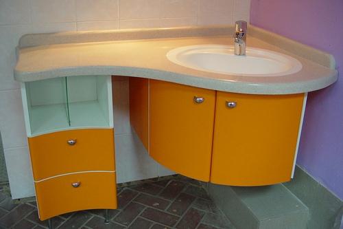 Угловая мебель в ванную комнату