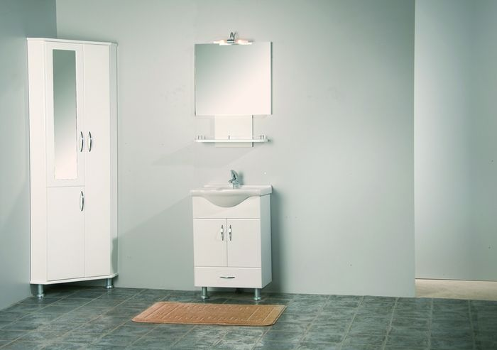 Угловой шкаф в ванную комнату