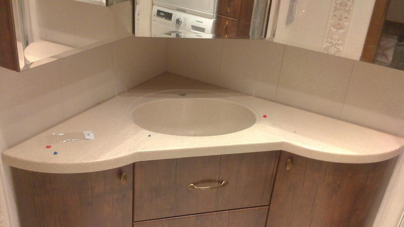 Угловой шкафчик в комлекте с умывальником