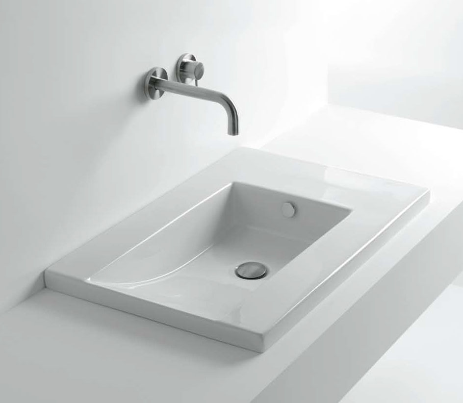 Встраиваемая подвесная раковина в ванной