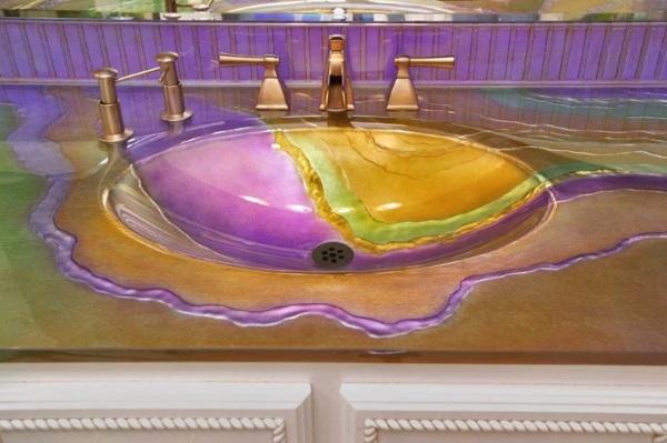 Яркая необычная стеклянная раковина