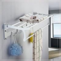 Полочка для полотенец в ванной комнате
