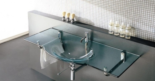 Одним из самых значимых достоинств стеклянной раковины в ванную комнату признана ее прочность