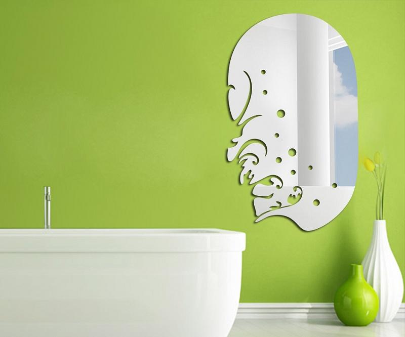 Красивое зеркало удобной формы в узорах морской тематики