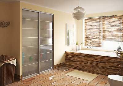 стеклянный шкаф-купе в ванную