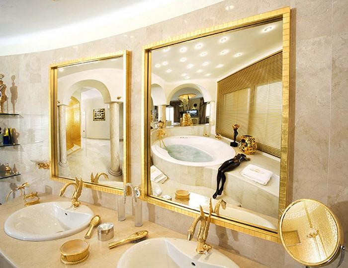 Зеркала для ванной с золотой рамкой