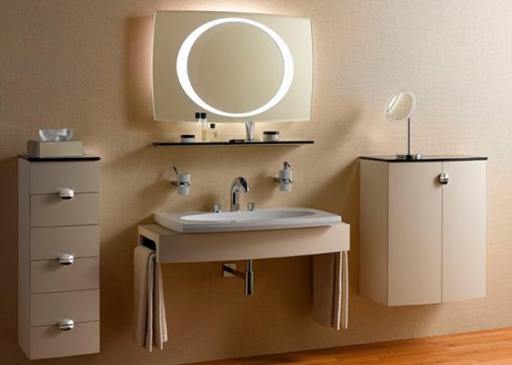 Красиво обставленная ванная комната