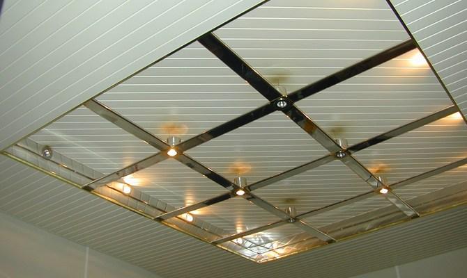 Освещение реечного потолка