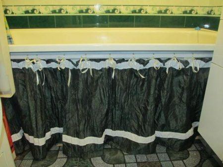 Тканевая шторка для использования под ванной