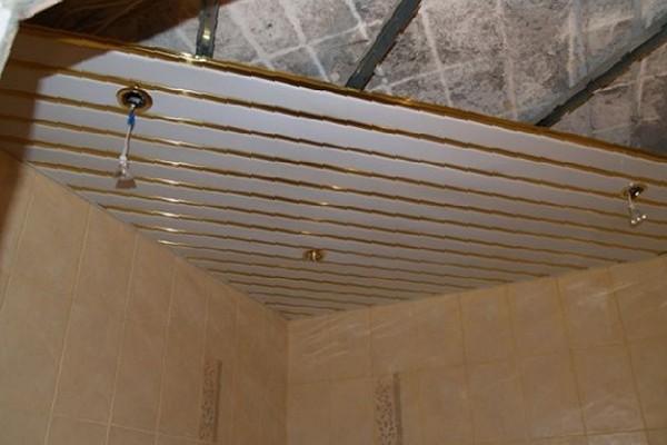 Монтаж реечного потолка в ванную