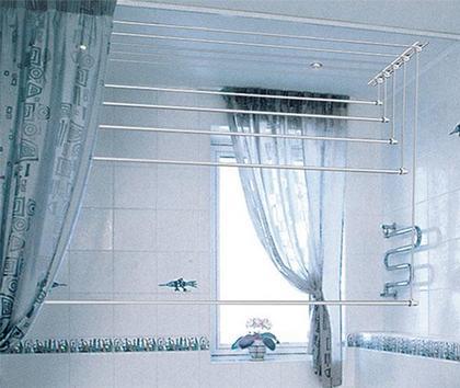 Вариант потолочной сушилки для ванны