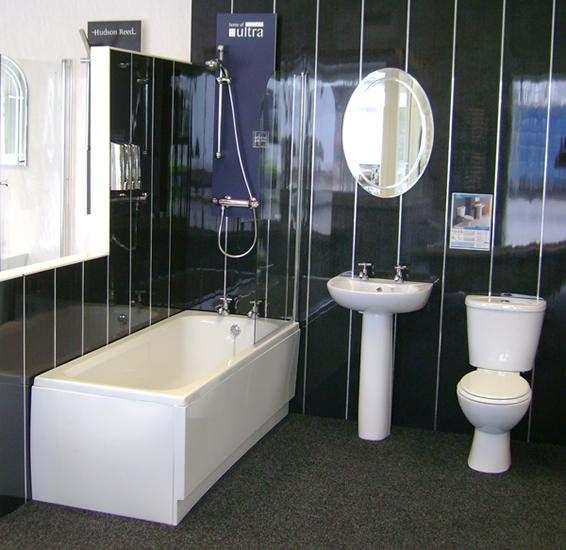 Черные панели ПВХ в интерьере ванной
