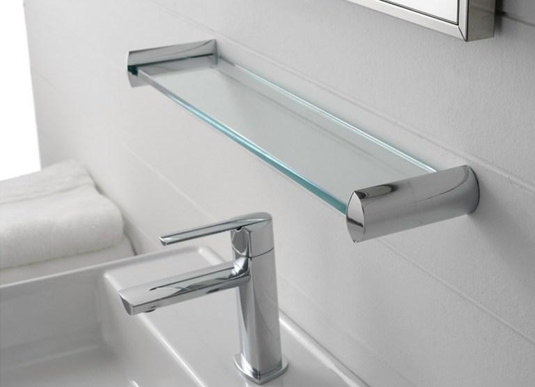 Полка в ванные из стекла с металлическими креплениями