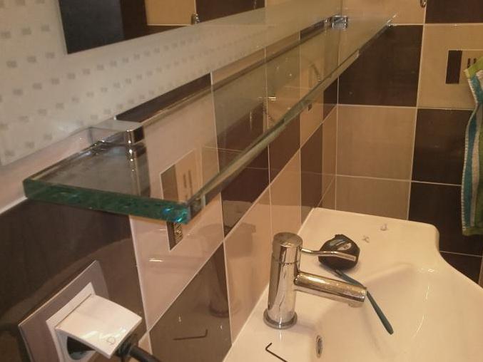 Стеклянная полка для интерьера в ванне