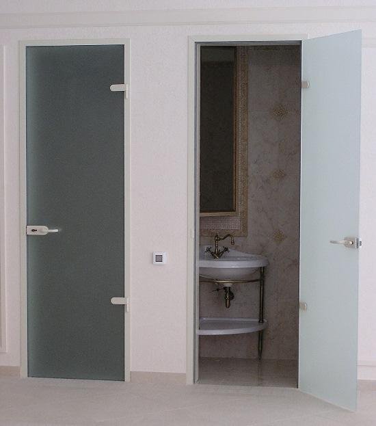 Дверь в ванную комнату стеклянная