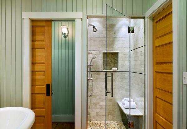 Дверь в ванную в интерьере