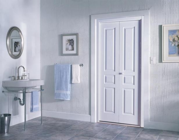 Классическая дверь в ванную