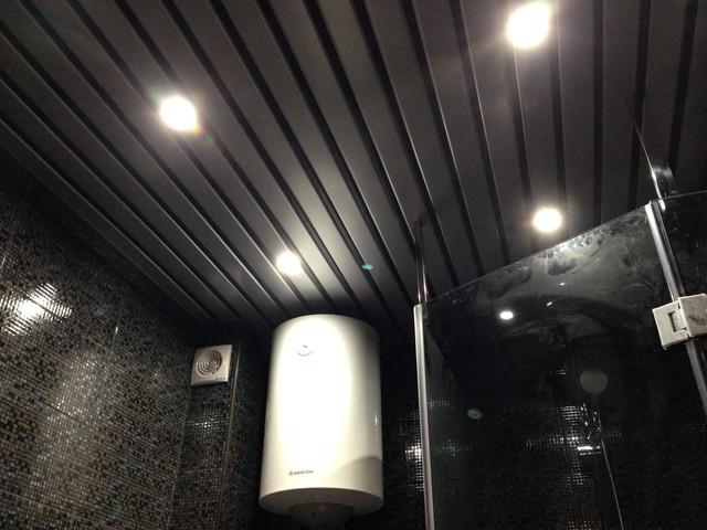 Красивое оформление потолка в ванной