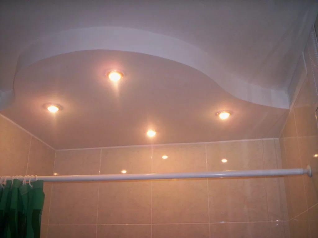Конструкции и материалы для отделки потолка ванной комнаты
