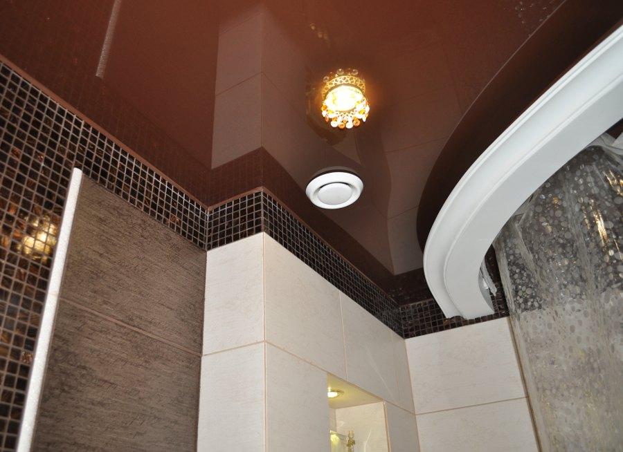 Натяжные потолки для ванной