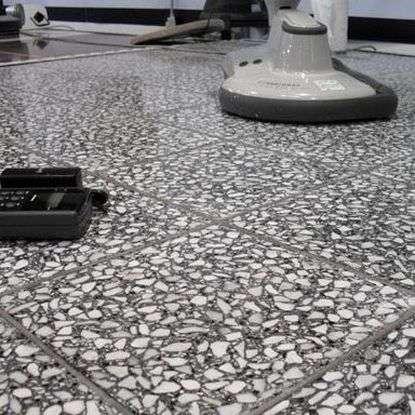 Особенности применения в интерьере бетонно-мозаичной плитки для пола
