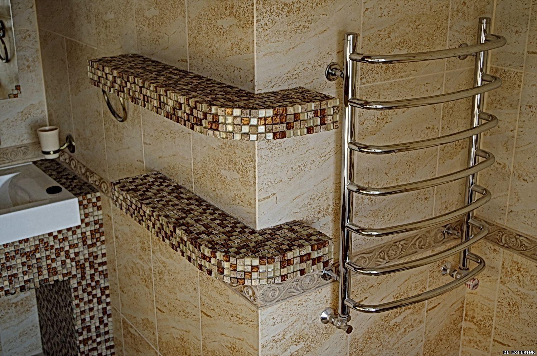 Отделка полочек в ванной мозаикой