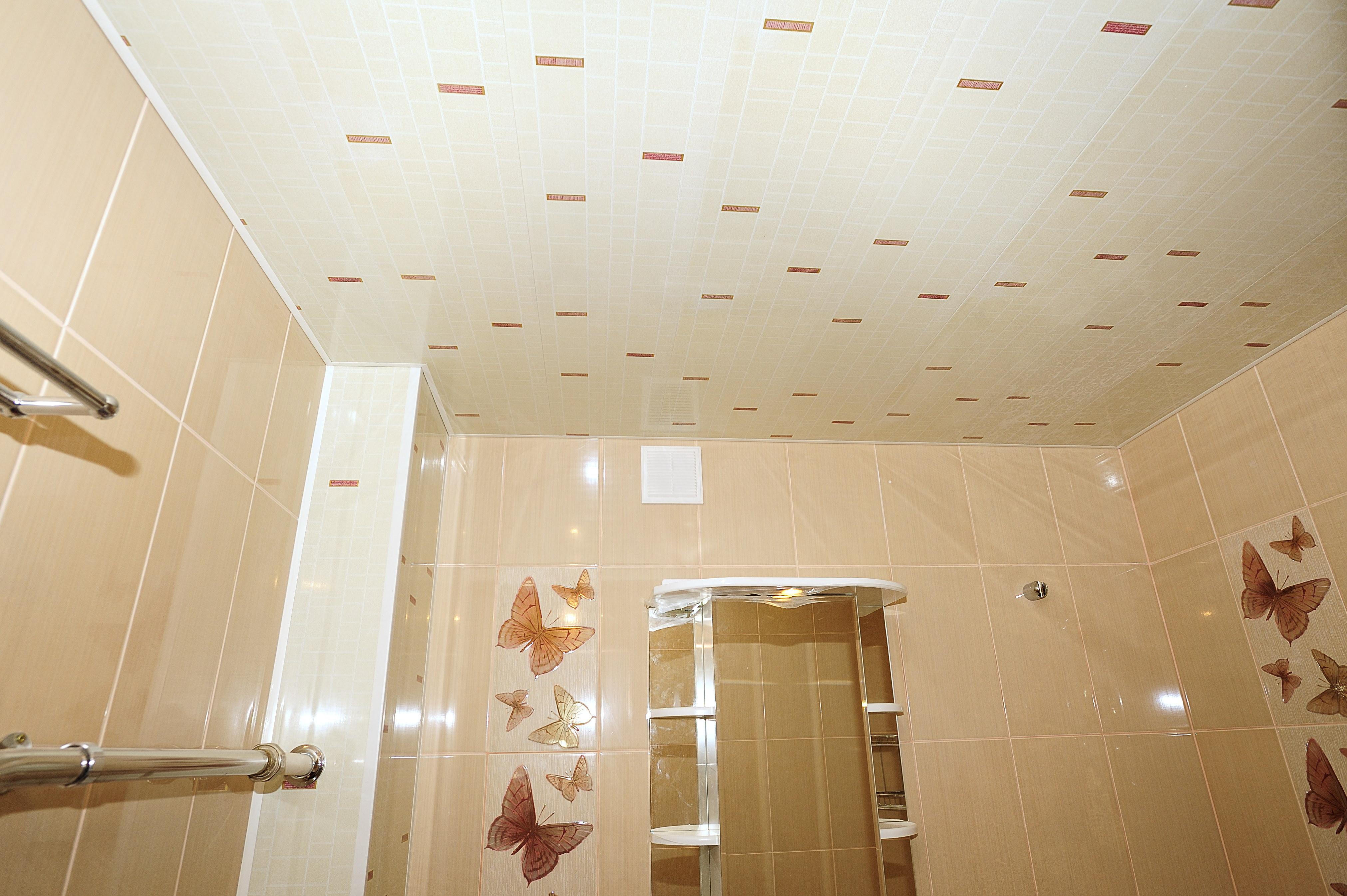 Из чего делать потолок в ванной фото