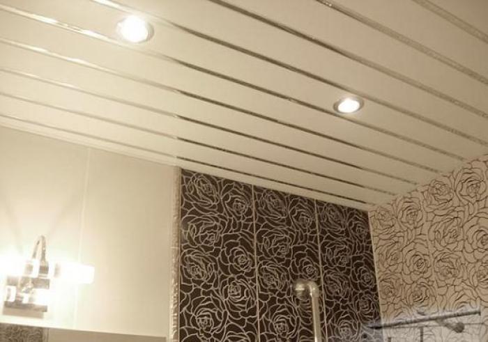 Потолок из рейки