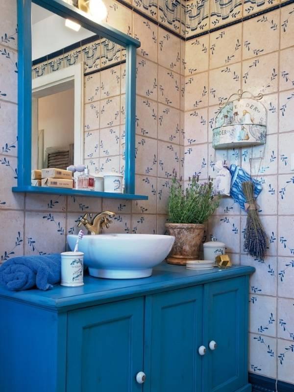 Синяя плитка для ванной в стиле прованс