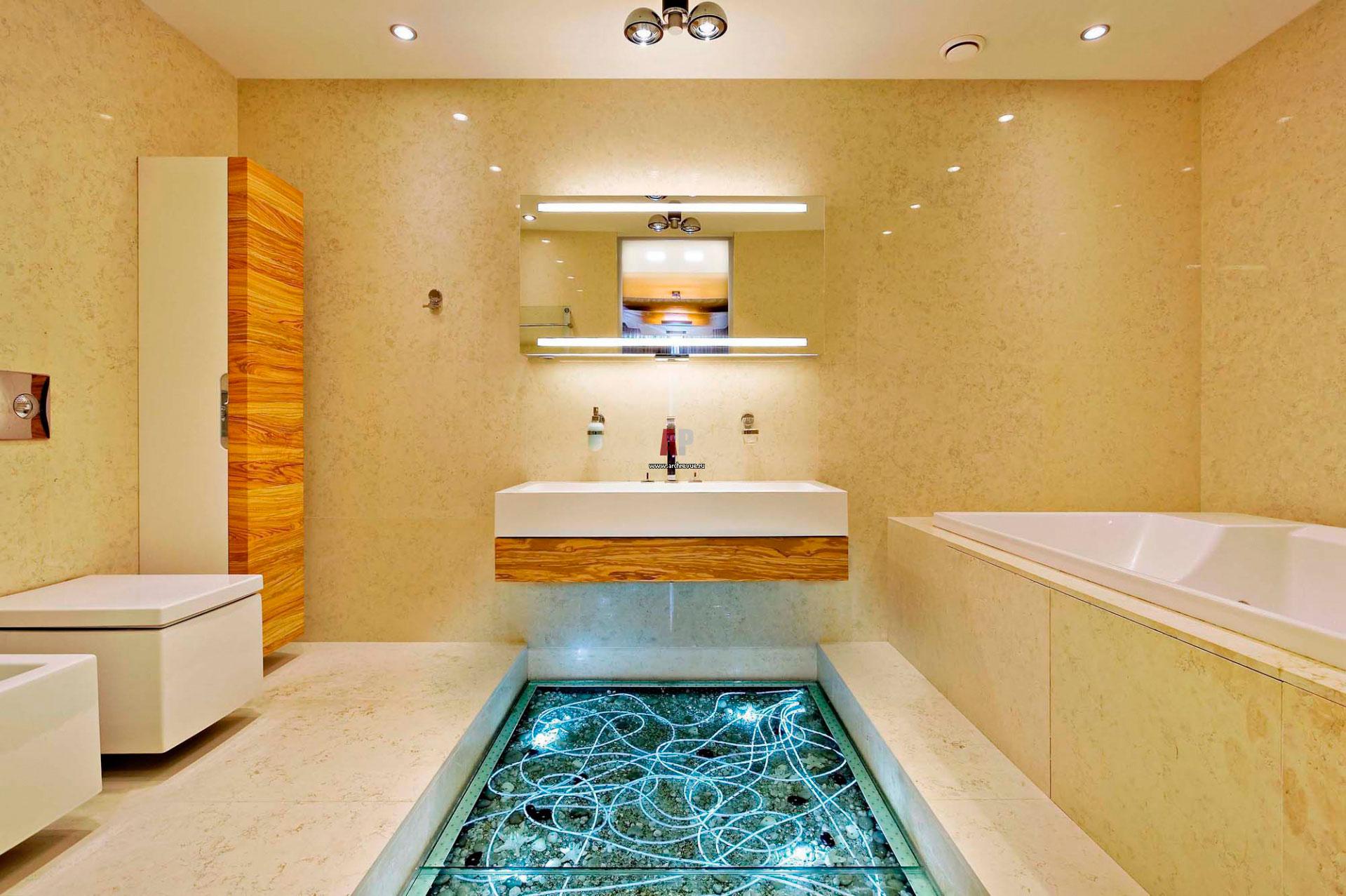 Стеклянный пол в ванной комнате